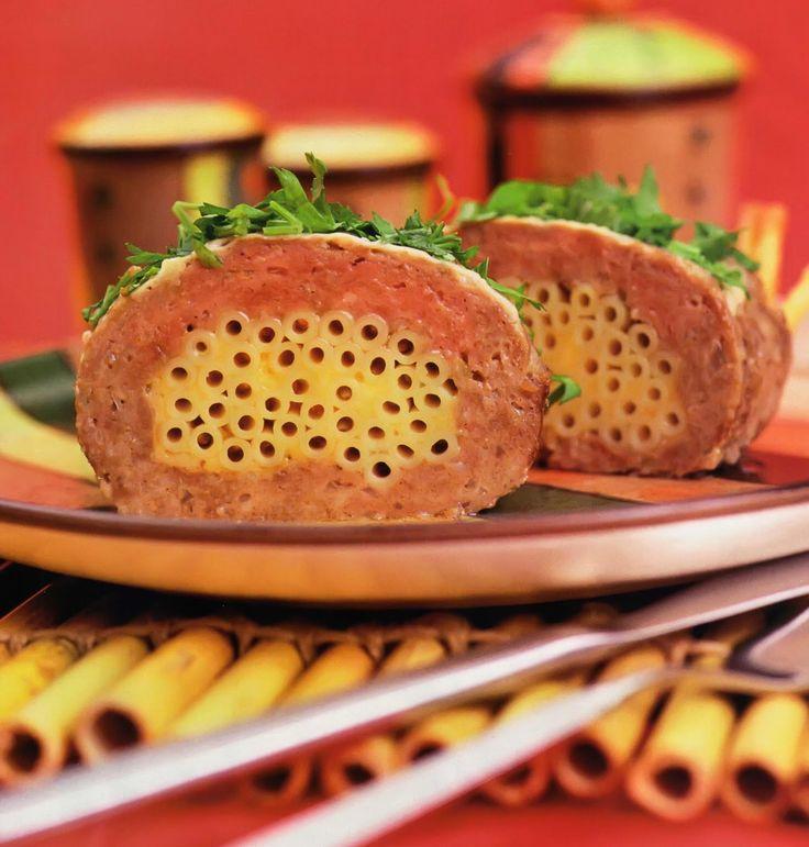 Состав:   250 г мякоти свинины  250 г мякоти говядины  1 яйцо  100 г твердого сыра  150 г макарон  1 луковица  зелень петрушки или укро...