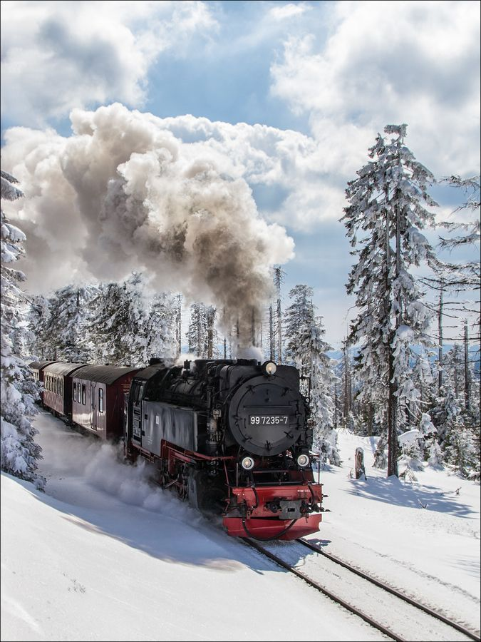 Winter Wonderland.... Steam train at the Brocken / Harz.