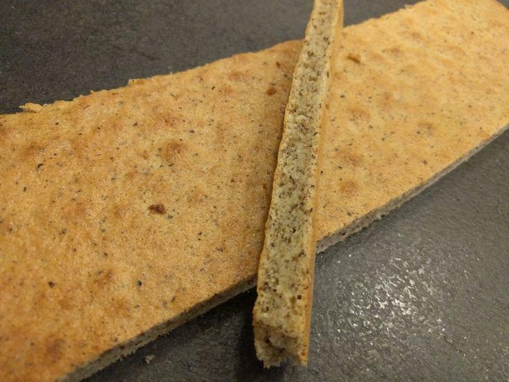Le biscuit Joconde noisette est un biscuit moelleux qui vous servira de base à des entremets ou gâteaux, mais aussi comme socle de bûches glacées, car il supporte bien la congélation.