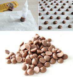 Génial, astuce pour faire soi-même les pépites de chocolat pour nos petits cookies et autres gourmandises !