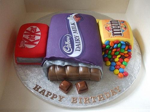 Chocolate cake...: Cakes Ideas, Chocolates Cakes, Decor Cakes, Amazing Cakes, Chocolates Bar, Chocolates Lovers, Cakes Design, Candy Cakes, Birthday Cakes