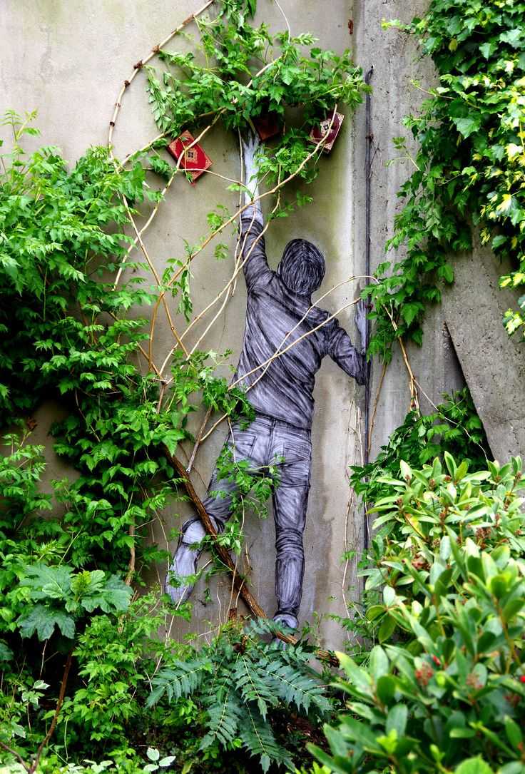 Le fruit défendu... / Street art. / Paris 11e, France. / / By Levalet.