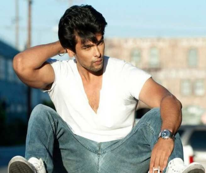 Bigg Boss 7: Kushal Tandon evicted from the house during mid-week elimination http://daily.bhaskar.com/article-ht/CEL-bigg-boss-7-kushal-tandon-evicted-from-the-house-in-mid-week-elimination-4467974-PHO.html