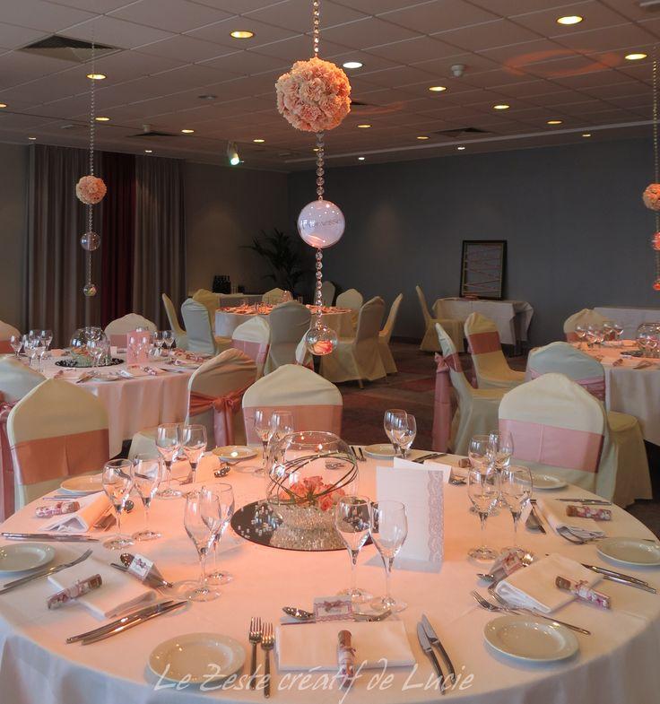 Mariage rose poudr centre de table suspendu en oeillets saumon rose mes mariages - Deco mariage rose poudre ...