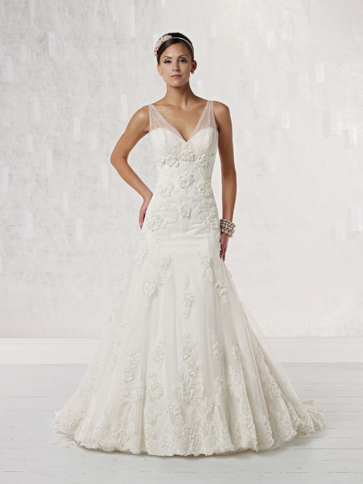 Sweetheart dropped waist tulle wedding dress