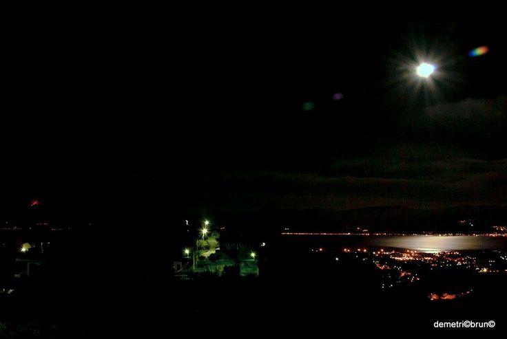 panorama del 17/11/2013 alle 04:30 con l'eruzione dell'Etna e la luna piena sullo stretto