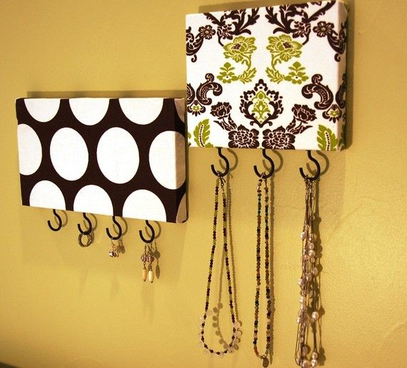 Take a piece of wood. Cover with fabric.  Add hooks. Use for jewelry or keys.: Jewelry Hangers, Keys Hooks, Idea, Keys Hangers, Add Hooks, Fabrics, Jewelry Holders, Keys Holders, Shoes Boxes Lids