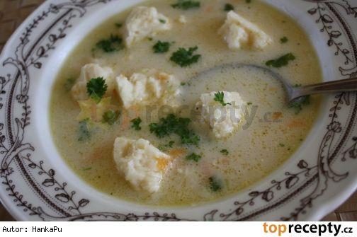 Kedlubnová polévka se sýrovými nočky