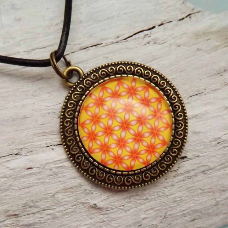 Blume des Lebens Anhänger, Medaillon 35 mm, Gelb, Orange, Mandala Blume des Lebens, Cabochon Schmuck, spiritueller Schmuck, Kette Lederband von KIMAMAdesign auf Etsy