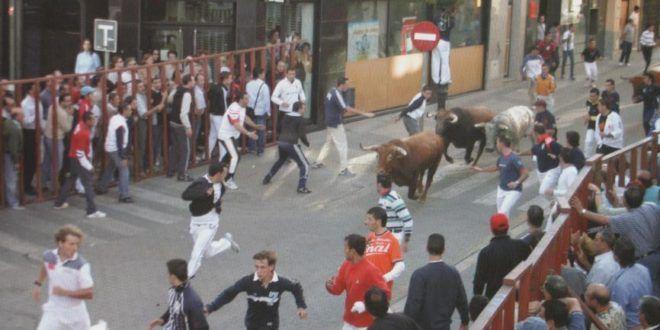 Das Rennen mit dem Stier – Stierrennen als Touristenattraktion: http://tiersos.de/rennen-mit-dem-stier-stierrennen/ #Stier #Torero