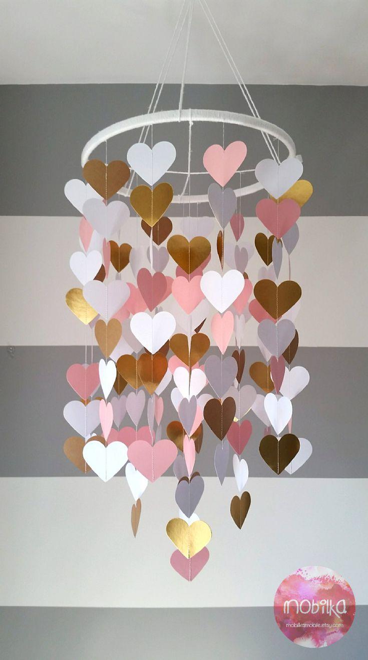 Mobile en papier en forme de coeur. Rose, or doré, blanc. Décoration chambre bébé. Décoration mariage. Décoration maison. Enfant, bébé décor de la boutique mobilkamobile sur Etsy