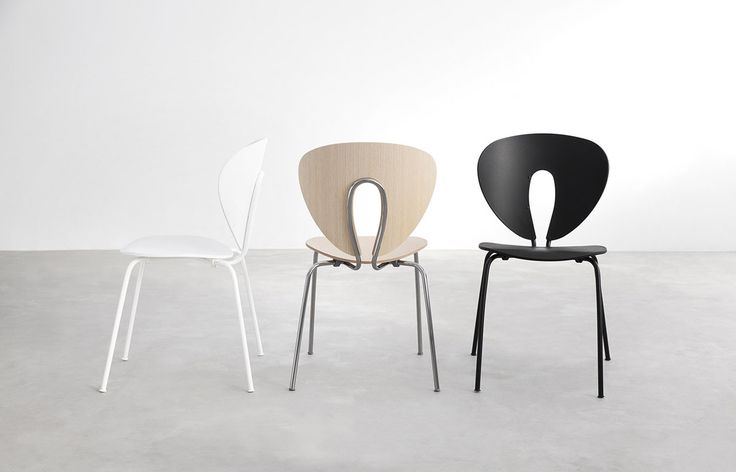 Globus chair with white, chrome and black frame