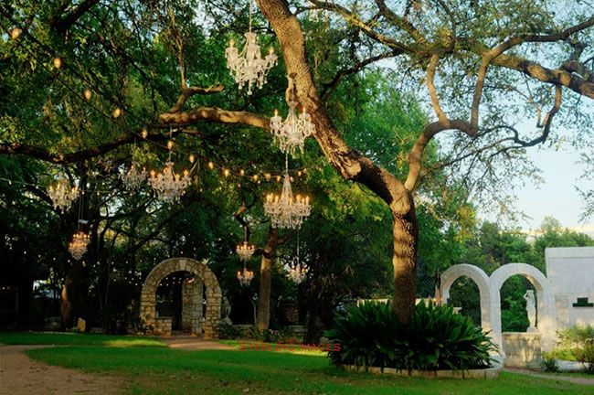 """Under the Big Texas Sky: 10 Outdoor Wedding Venues in Austin"" The Vista on Seward Hill"