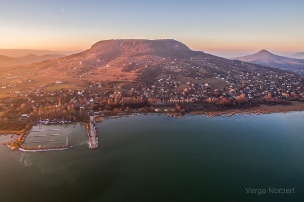 Ha gyönyörűséget szeretnél látni, ne hagyd ki! Drónvideók a téli Balatonról