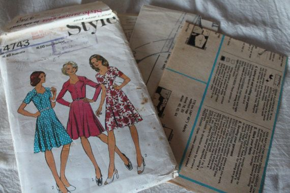 Vintage Style 1970s Sewing Pattern 4743 Misses and Womens Dress Size 42