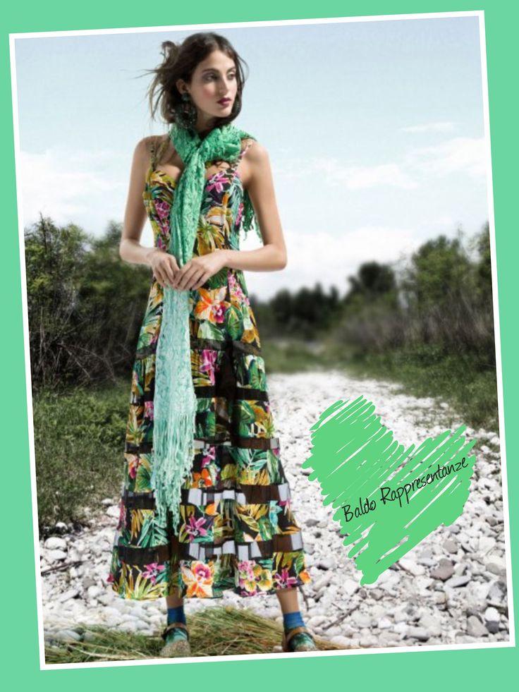 Mariella Arduini Burani... tra sensuali pizzi e organze di seta sbocciano fiori tropicali....🌺