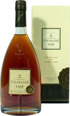 Der Chabasse VSOP Cognac wurde in Holzfässern gelagert, besitzt einen sehr zartem Blütenduft und ist sehr preiswert bei spirituosen-superbillig.de erhältlich !!