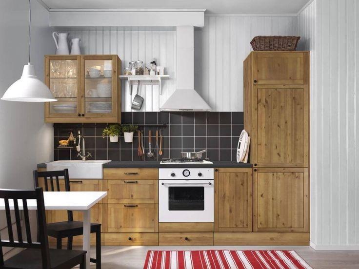 Деревянная кухня ИКЕА из серии Фагерланд с сельскими мотивами
