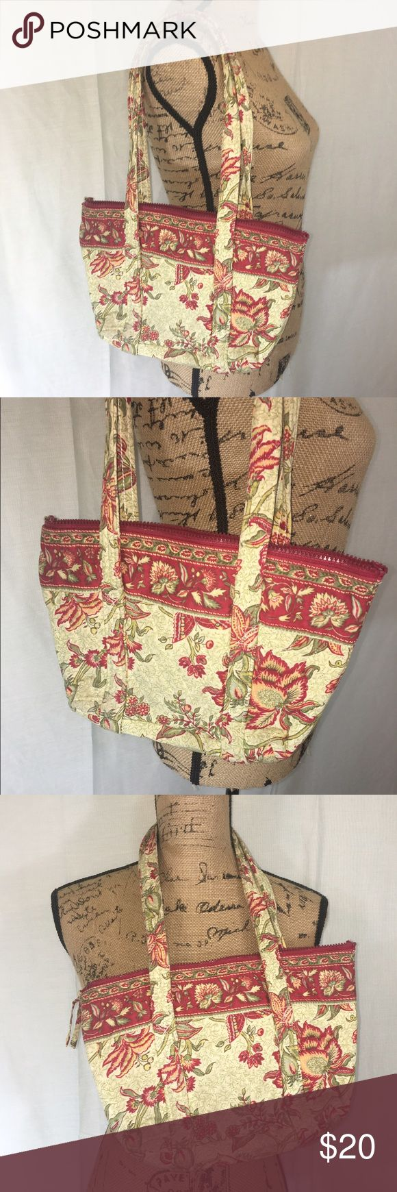 Pretty Quilted Shoulder Bag A shoulder bag in a pretty floral pattern. In great condition! Bags Shoulder Bags