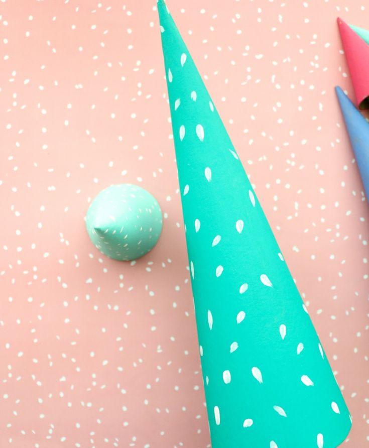 Kreative Weihnachtsaufgaben, kegelförmige Pappkegel wie ein Bäumchen