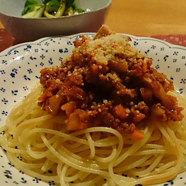 我が家の定番、昭和な感じのミートソースです。 何だか食べたくなる味です。 - 18件のもぐもぐ - スパゲッティミートソース by holayumi
