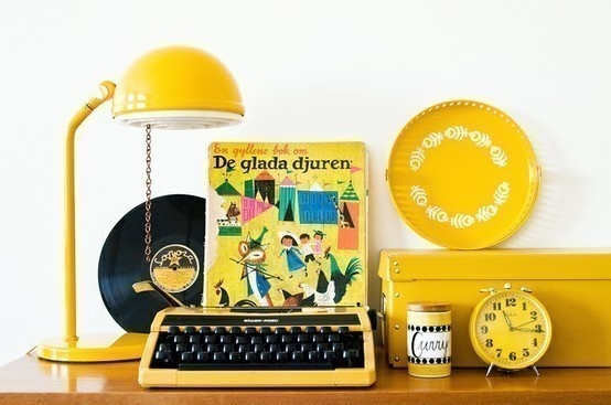 Yellow, yellow, yellow!: Vintage Items, Vintage Colors, Yellow Desks, Vintage Wardrobe, Yellow Things, Happy Monday, Vintage Things, Vintage Display, Vintage Yellow