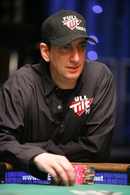 Depois virou-se para o mercado da bolsa, antes de dar o salto para o mundo do Poker.