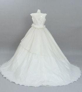 レンタルウェディングドレス「ウエストラインバラ」