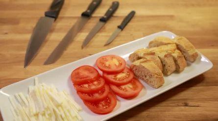 Gnocchi met tomaten en basilicum - Recept - Allerhande - Albert Heijn