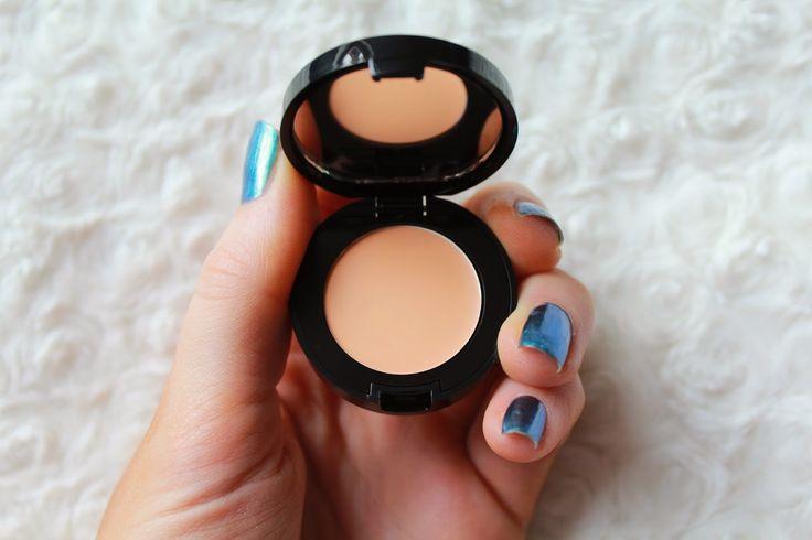 Under eye dark circles correcting with the Bobbi Brown Colour Corrector | Inthefrow