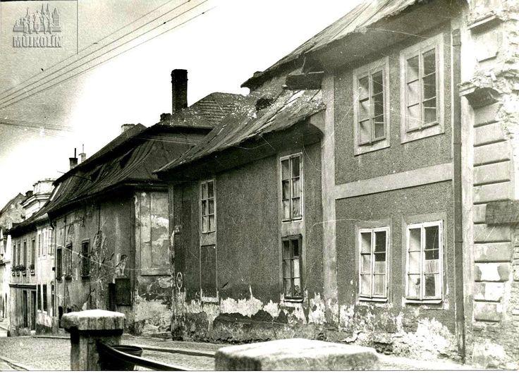 Brandlova ulice na fotografii pořízené před rokem 1945.