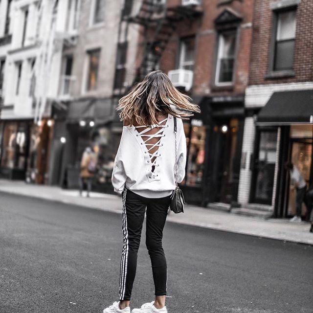 Jog in #NYC 💥 Nouveau look sur le blog! Détails ➔ junesixtyfive.com✔️ 📸@fbysam #ootd #outfit #wiwt #tenue #look #tenuedujour #lookoftheday #lookdujour