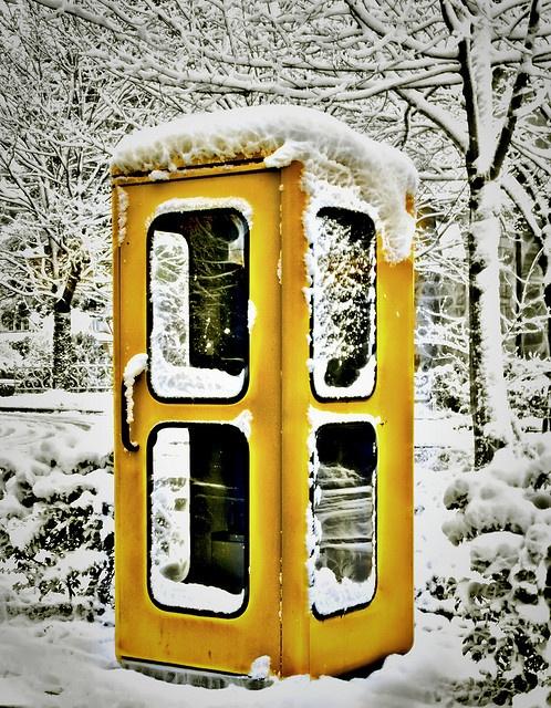 Telefonzelle im Schnee