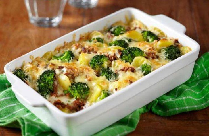 Ovenschotel met bieslook-roomsaus en broccoli