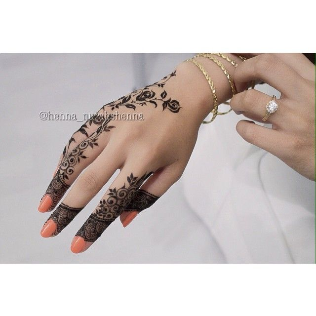 Simple but beautiful rose henna design