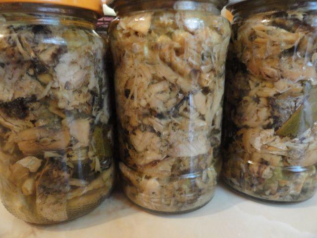 Reteta culinara Conserva de peste in ulei din categoria Conserve. Cum sa faci Conserva de peste in ulei