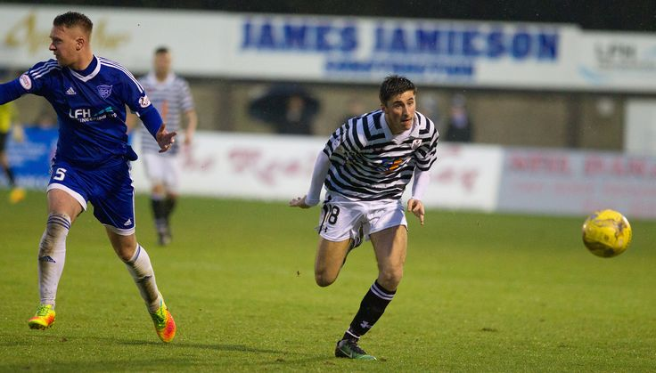 Queen's Park's Billy Mortimer in action during the Ladbrokes League One game between Peterhead and Queen's Park.