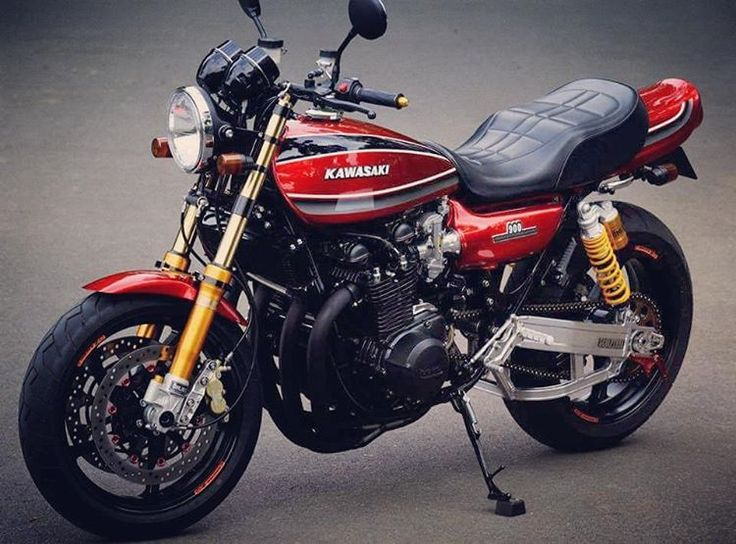 #kawasaki will soon be releasing a retro version of the #Z900. Preliminary pics don't look particularly promising IMO. I'd much rather something like this. What about you? #motorcycle #motorbike