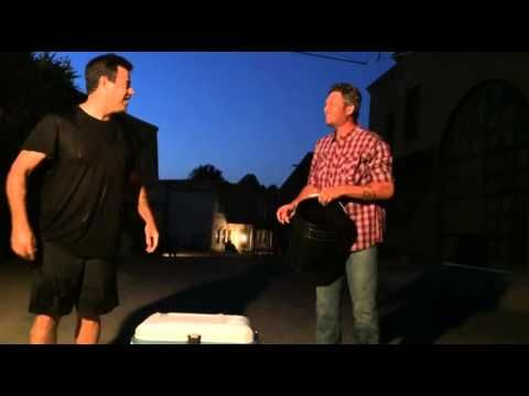 Carson Daly,Adam Levine and Blake Shelton does the Ice bucket challenge - YouTube