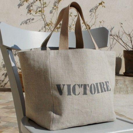 Un sac cabas à personnaliser pour offrir ou s'offrir un cadeau unique. Il vous accompagnera dans tous vos déplacements !