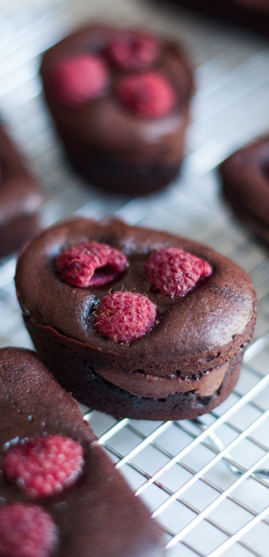 Gooey Chocolate Cakes with Raspberries & Nutella | eatlittlebird.com