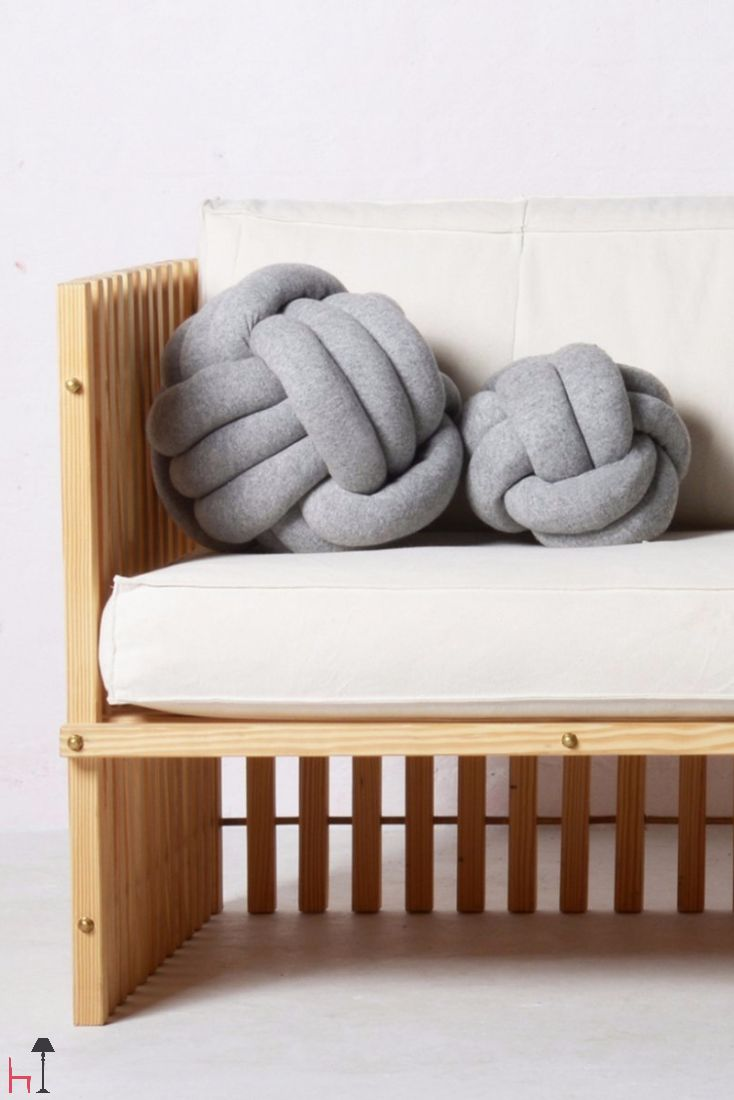 The Chango cushion is a playful and cosy cushion made of chunky tubes in an excellent knitted quality.