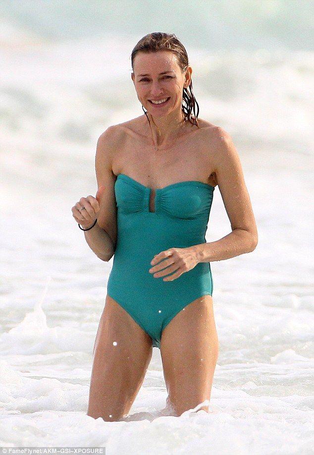 Naomi Watts, 48, shows off her ageless physique   Naomi watts, Naomi, Naomi wats