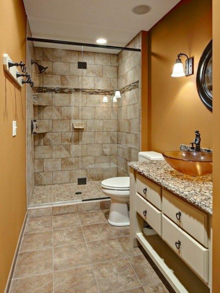 salle de bain beige, peinture murale couleur ocre, vasque en verre