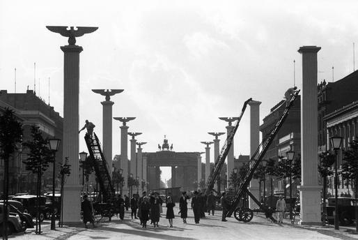 Vorbereitungen fuer den Besuch Mussolinis ,Unter den Linden im September 1937