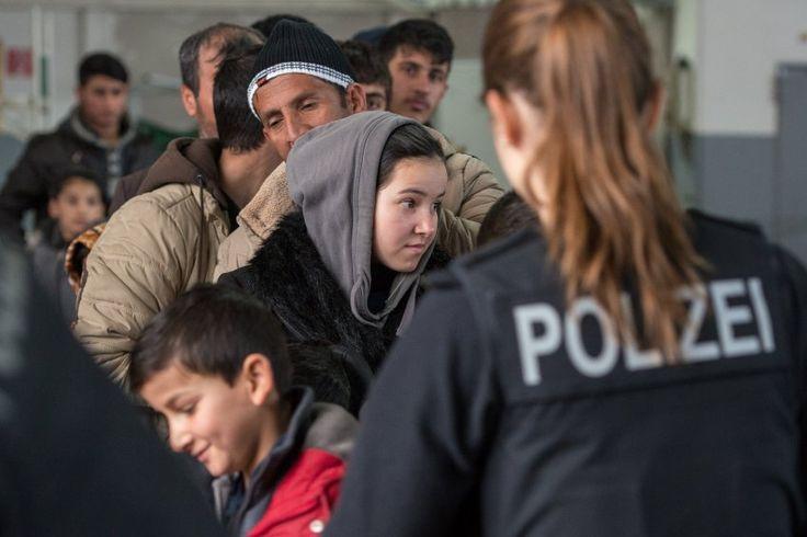 Flüchtlingskrise: Millionen Überstunden - Polizisten sind sauer auf de Maizière - SPIEGEL ONLINE - Politik