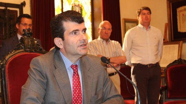 El sumario de la Púnica acorrala al diputado de Cifuentes Bartolomé González. Bartolomé González asegura que no era alcalde de Alcalá cuando se adjudicó el contrato a Cofely