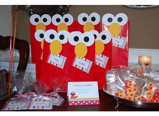 Elmo party favors (via @Hattiedjf ): Birthday Parties, Elmo Birthday, Parties Favors, 1St Birthday, Favors Bags, Elmo Party, Parties Ideas, Parties Bags, Elmo Parties