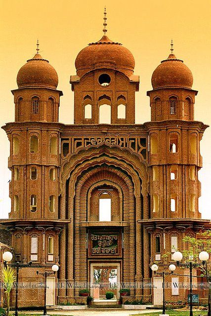 "Sikh Gurdwara in Eminabad, West Punjab, Pakistan, ""Gurdwara Rori Sahib is the sacred shrine which marks the site where, according to tradition, Guru Nanak after the destruction of the town had stayed with Bhai Lalo."