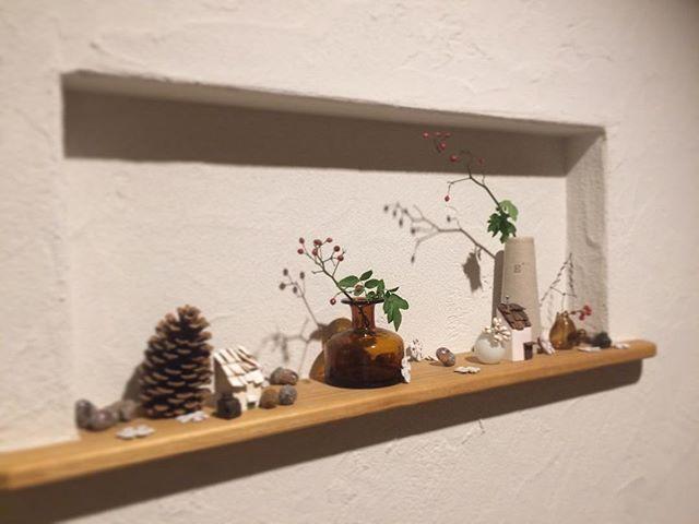 もうすぐクリスマス🎄  #クリスマスディスプレイ #玄関インテリア  #野ばら  #植物のある暮らし  #ワイヤークラフト  #瓶が好き  #自然が好き  #手作りインテリア